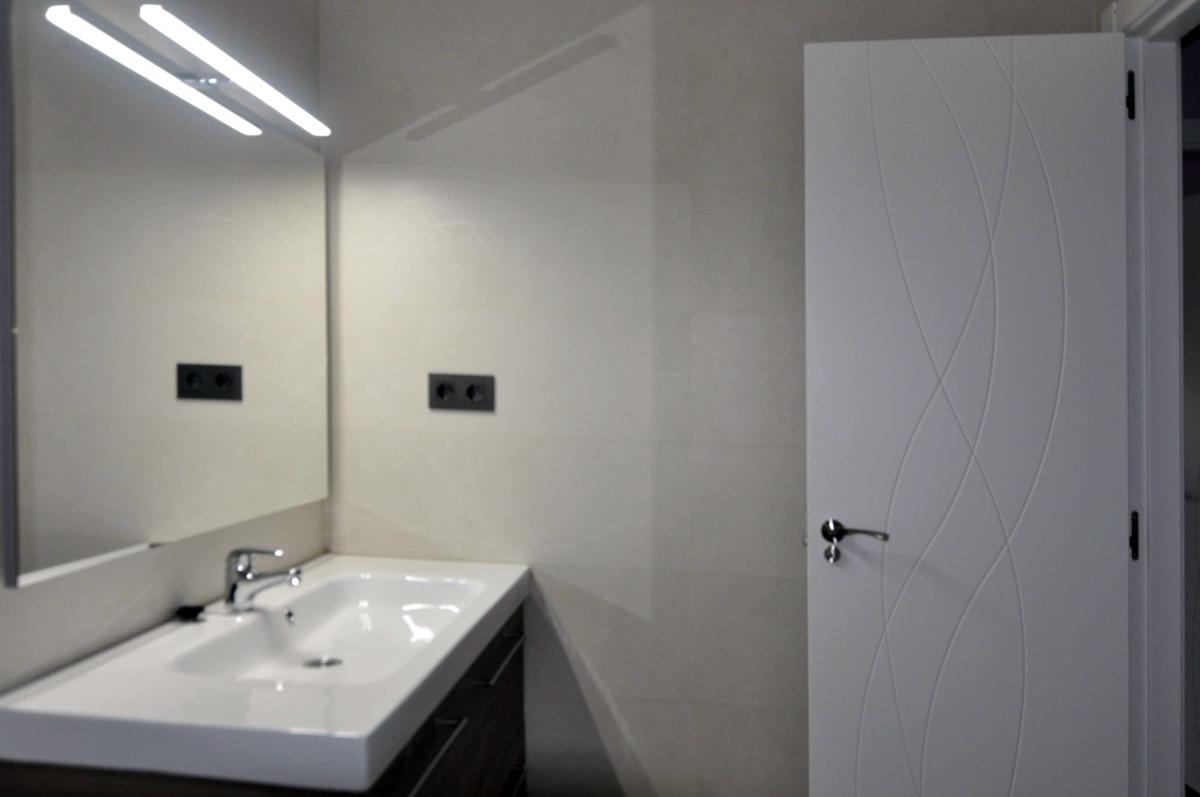 Reforma baño moderno con bañera