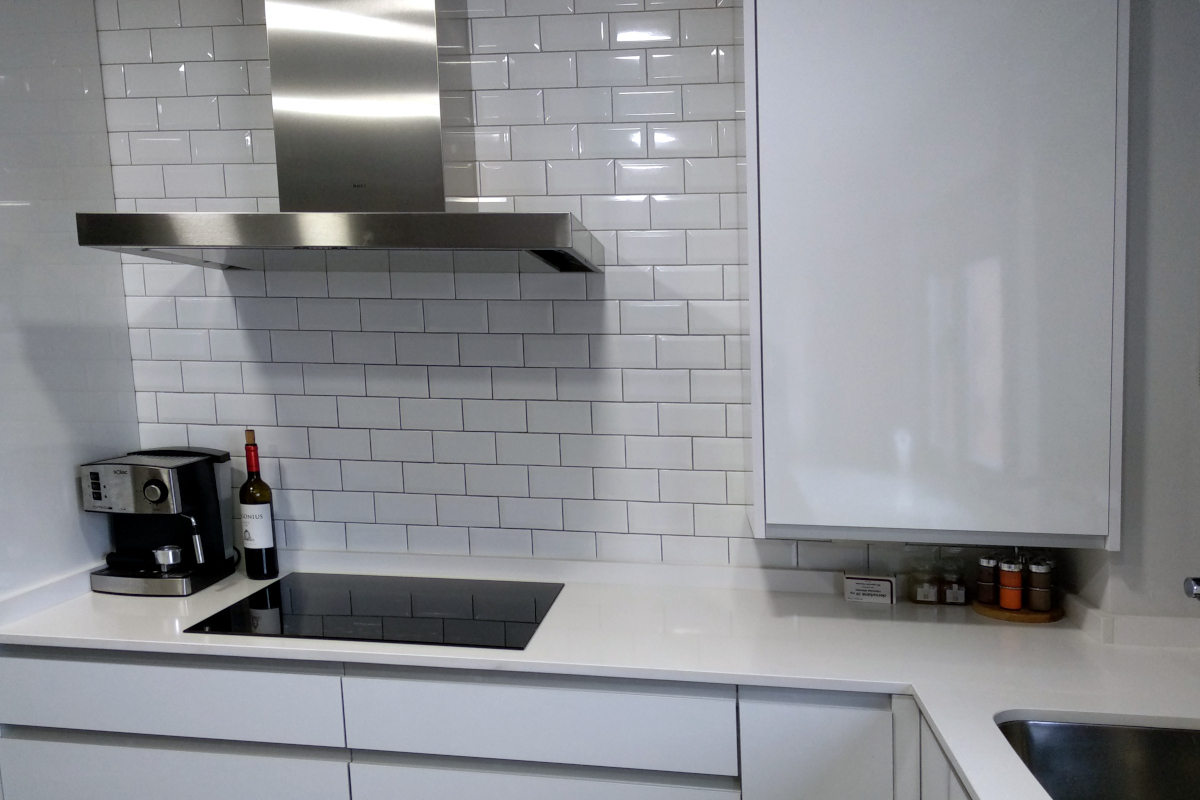 """Reforma de cocina con azulejos """"metro"""""""