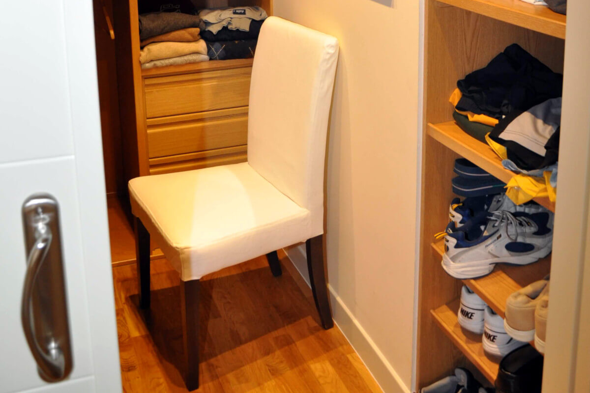 Vestidor de madera pequeño